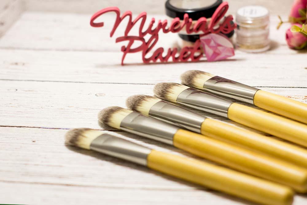 Кисть с бамбуковой ручкой bamboo brush primer для минеральной косметики