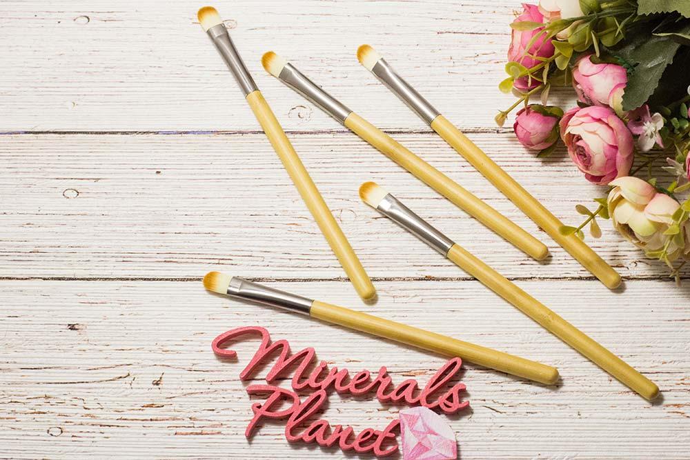 Кисть с бамбуковой ручкой bamboo brush concealer для минеральной косметики