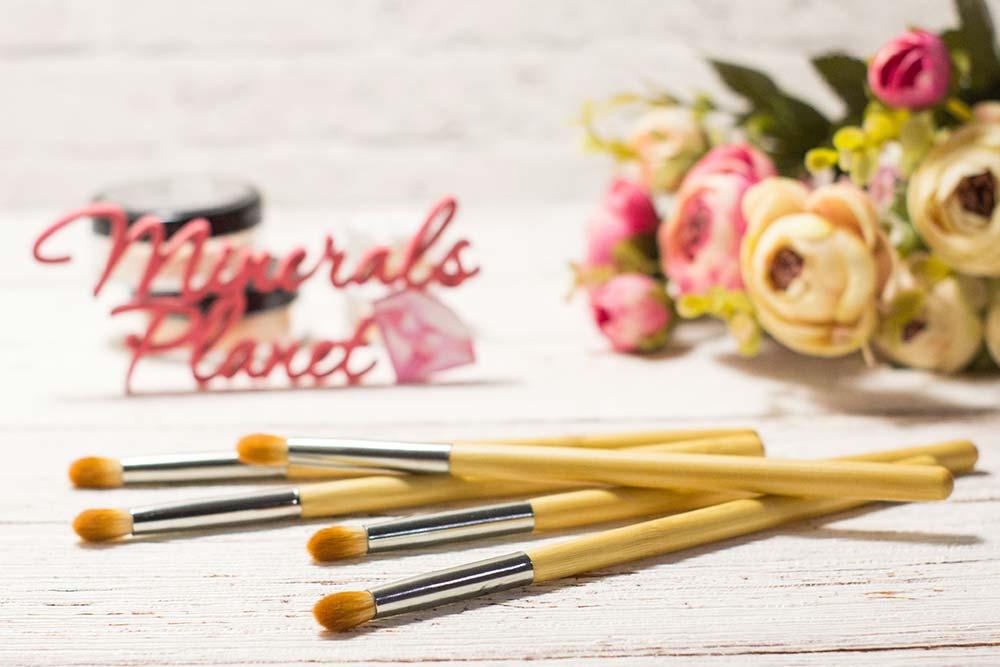 Кисть с бамбуковой ручкой bamboo brush highliter для минеральной косметики