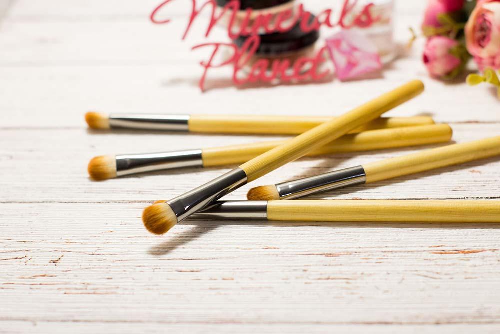 Кисть с бамбуковой ручкой bamboo brush eyeshadow для минеральной косметики