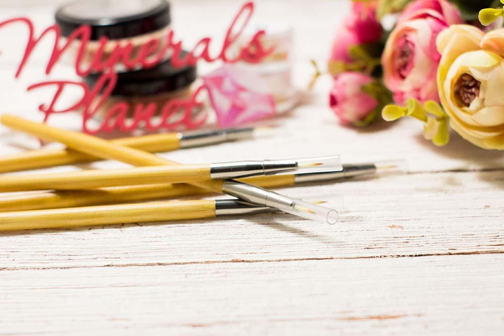 Кисть с бамбуковой ручкой bamboo brush eyeliner