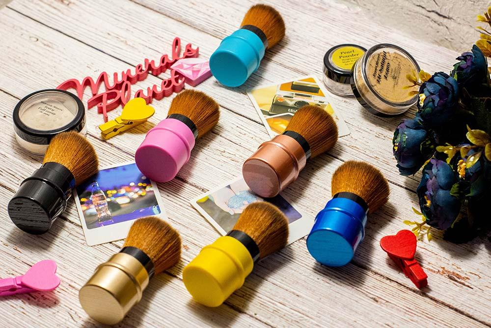 Разноцветные кисти кабуки фото