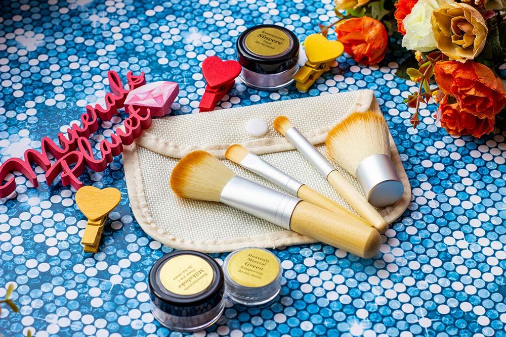Набор кистей с бамбуковой ручкой для минеральной косметики