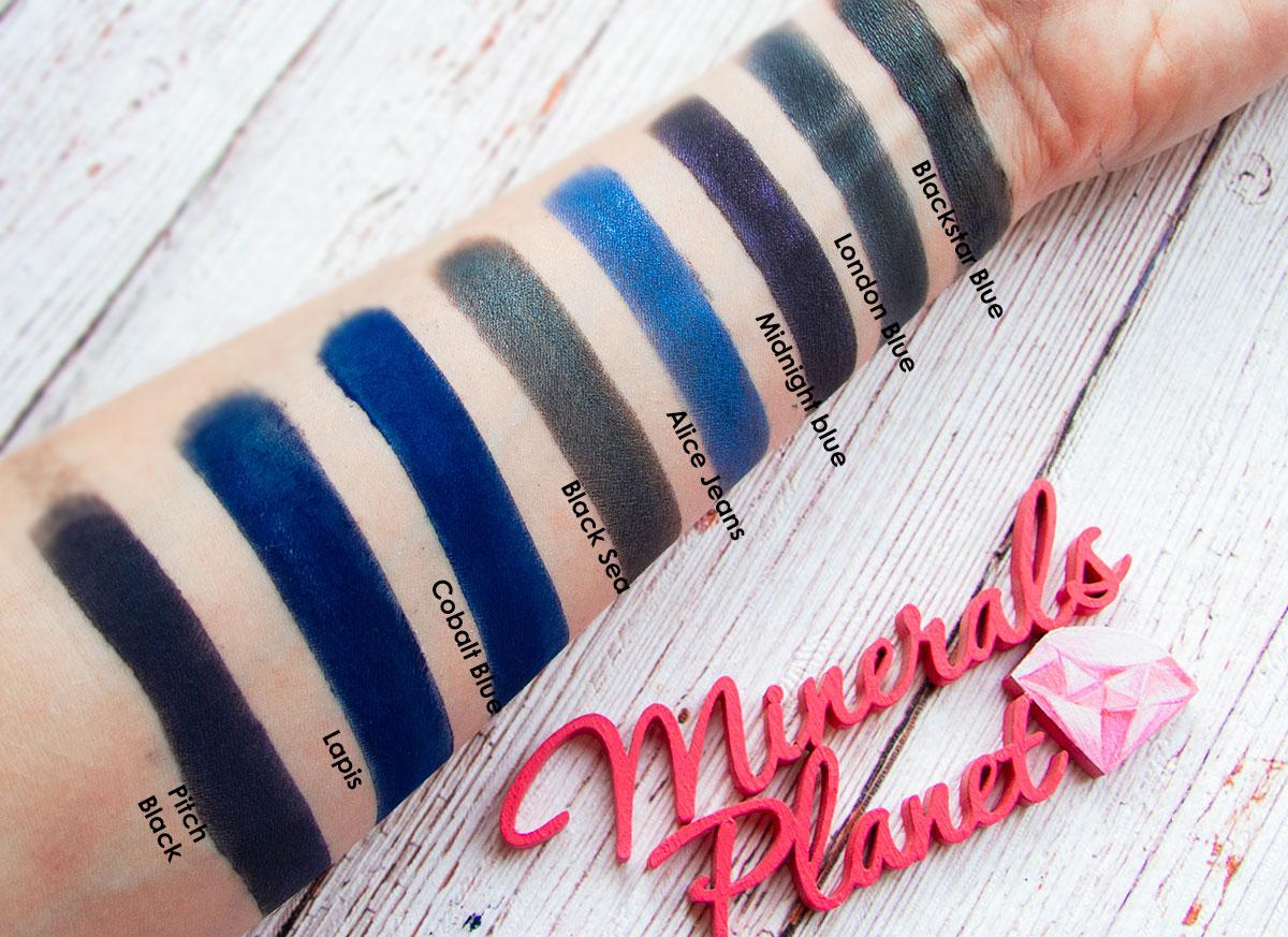 Цвет года 2020 - синий, синие минеральные тени свотчи